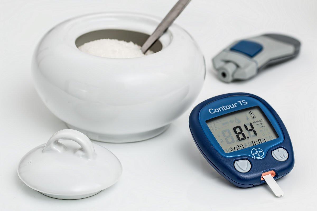 L'importanza del controllo dei valori della glicemia nella prevenzione dello sviluppo di complicanze cardiovascolari a lungo termine.